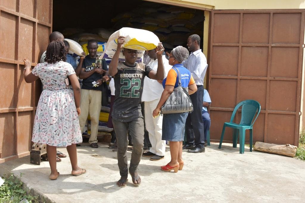 Lagosians Jostle For Lake Rice