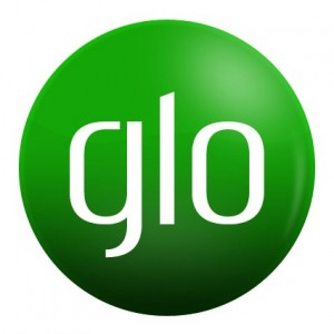 Glo Thrils  Customers with Smartphone Festival